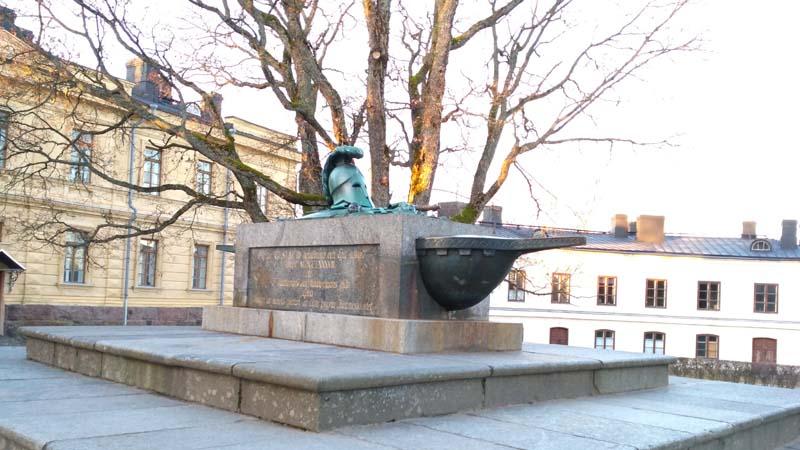 Суоменлинна Памятник Густаву III