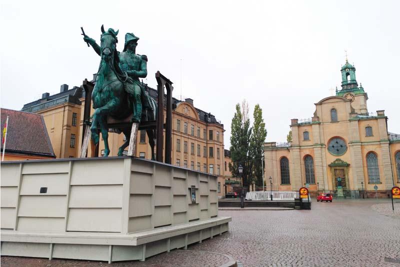 Стокгольм. Кафедральный собор. Памятник Памятник королю Карлу XIV Юхану