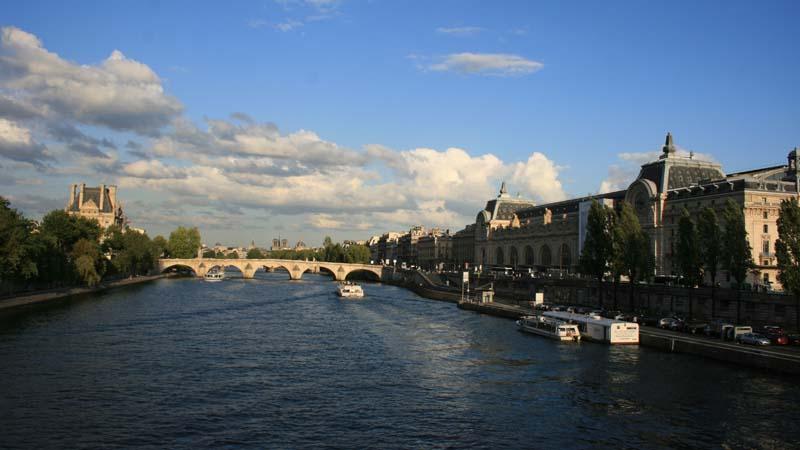Вид на музей Орсе и Лувр
