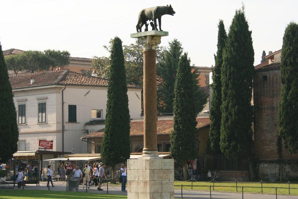Капитолийская волчица в Пизе