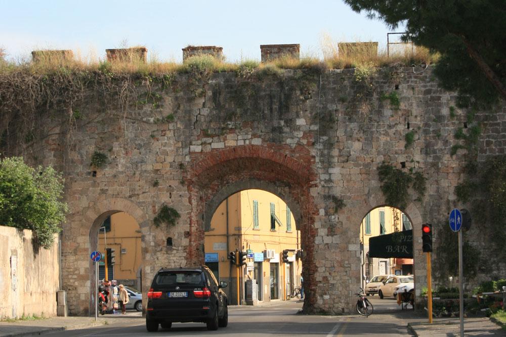 Ворота Лукка в Пизе