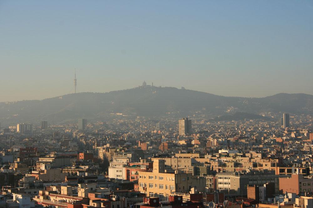 Вид на Барселону с холма Монжуик