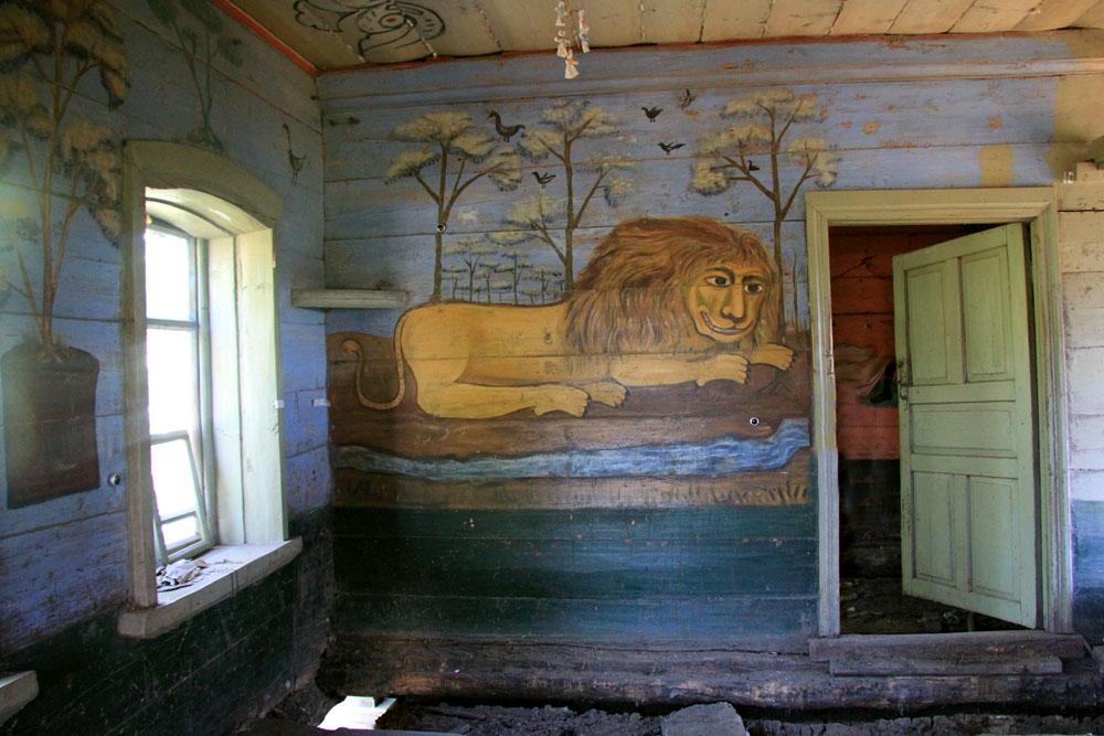 Поповка. Дом со львом