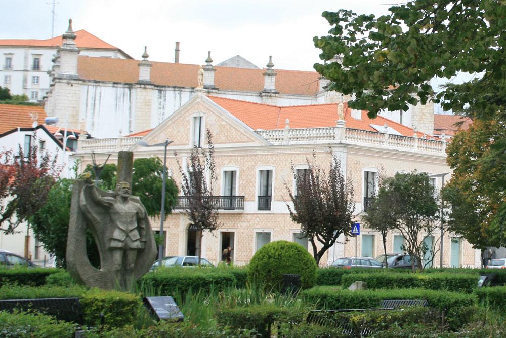 Jardim Luís de Camões Лейрия