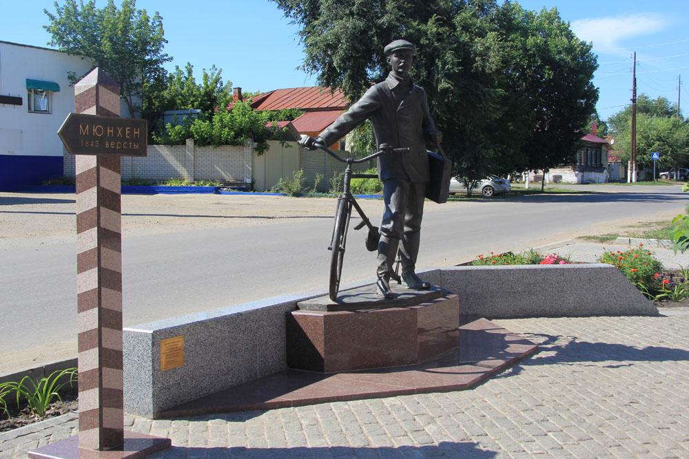 Хвалынск. Памятник Петрову-Водкину