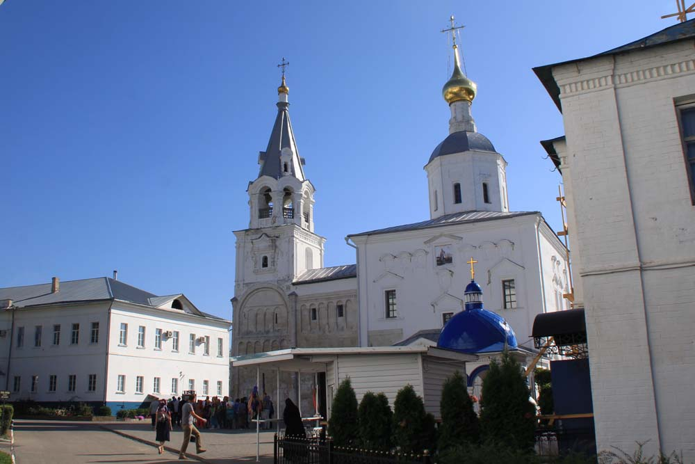 Боголюбский замок и Собор Рождества Богородицы