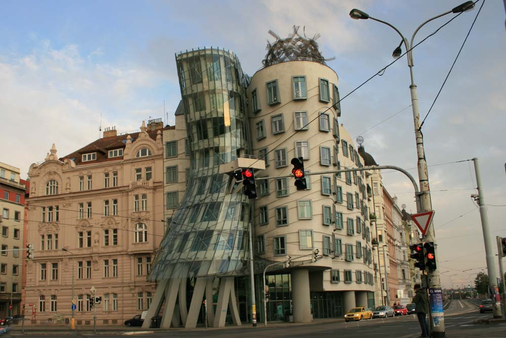 Танцующий дом в Праге