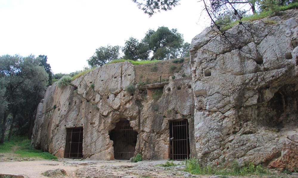 тюрьма Сократа