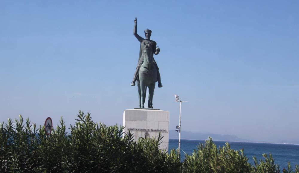 Памятник Константину
