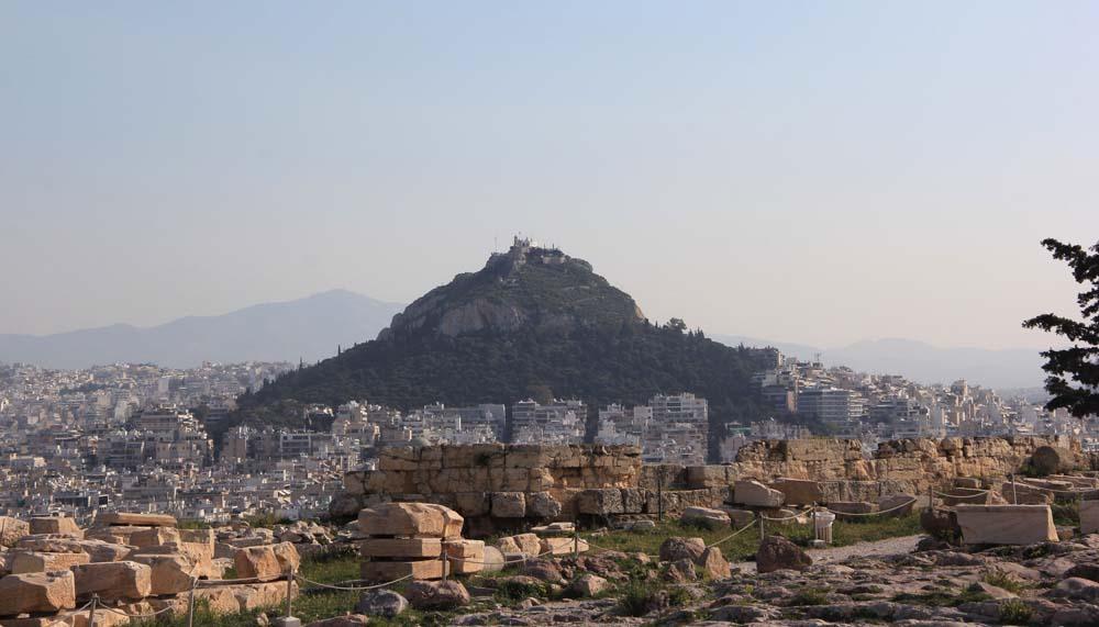 Вид с Акрополя на Ликавит