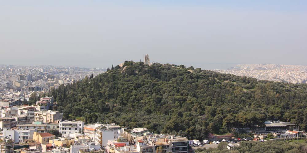 Вид с Акрополя на холм Филопаппа