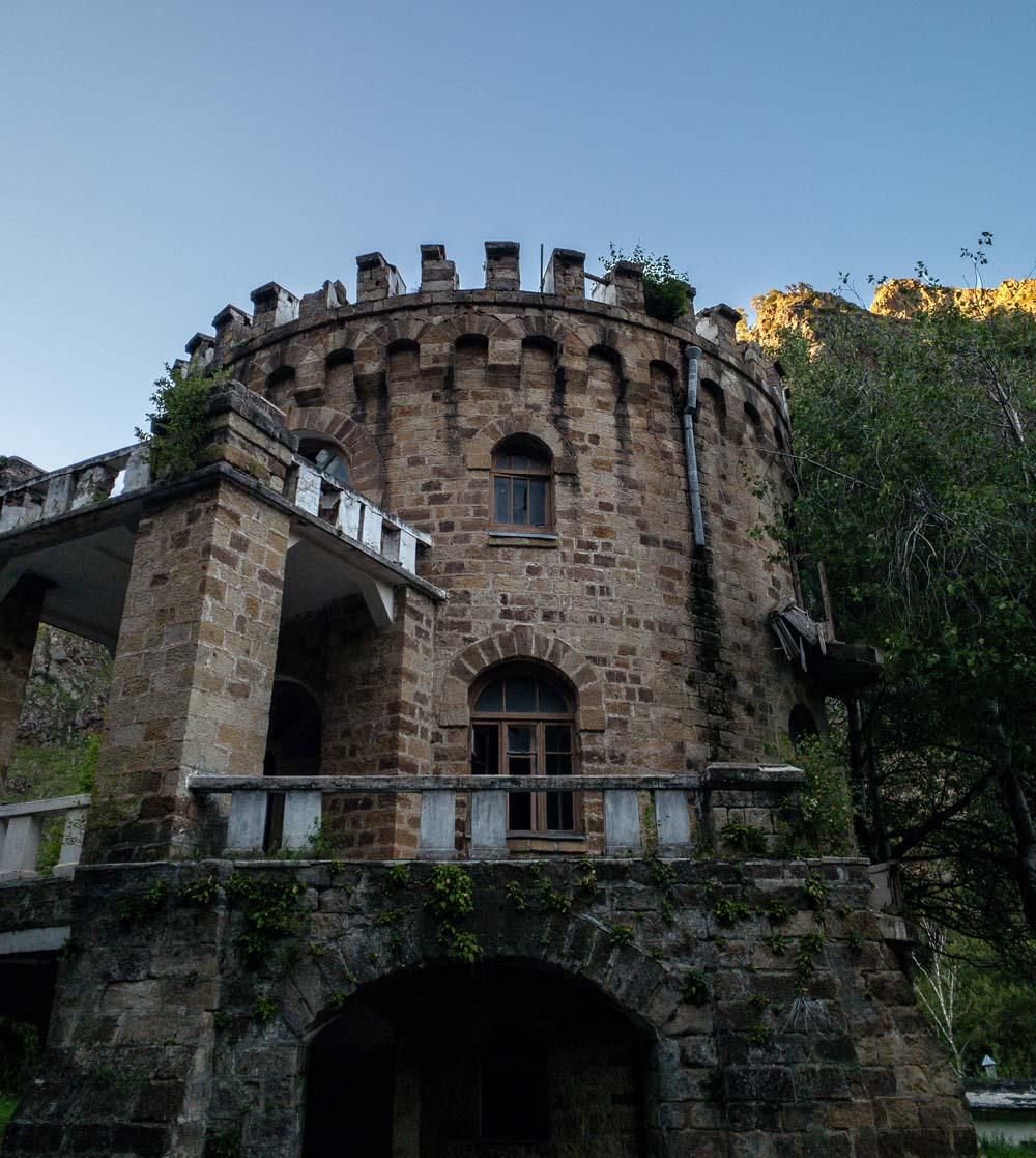 Замок в Долине Нарзанов