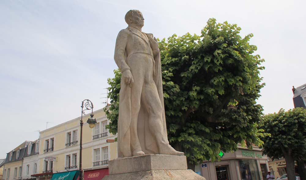 Памятник герцогу де Морни