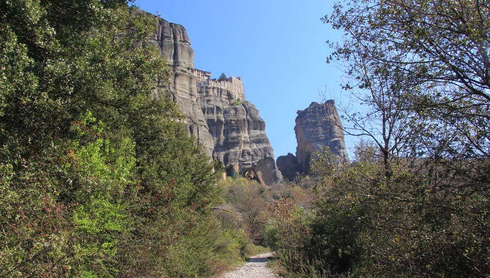 Дорога к монастырю Святого Варлаама