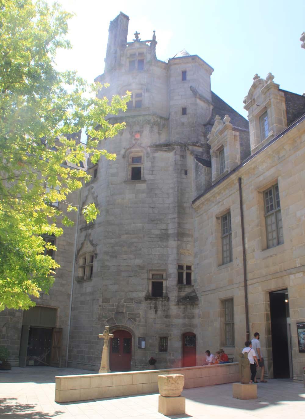 Музей Бретани. Внутренний двор