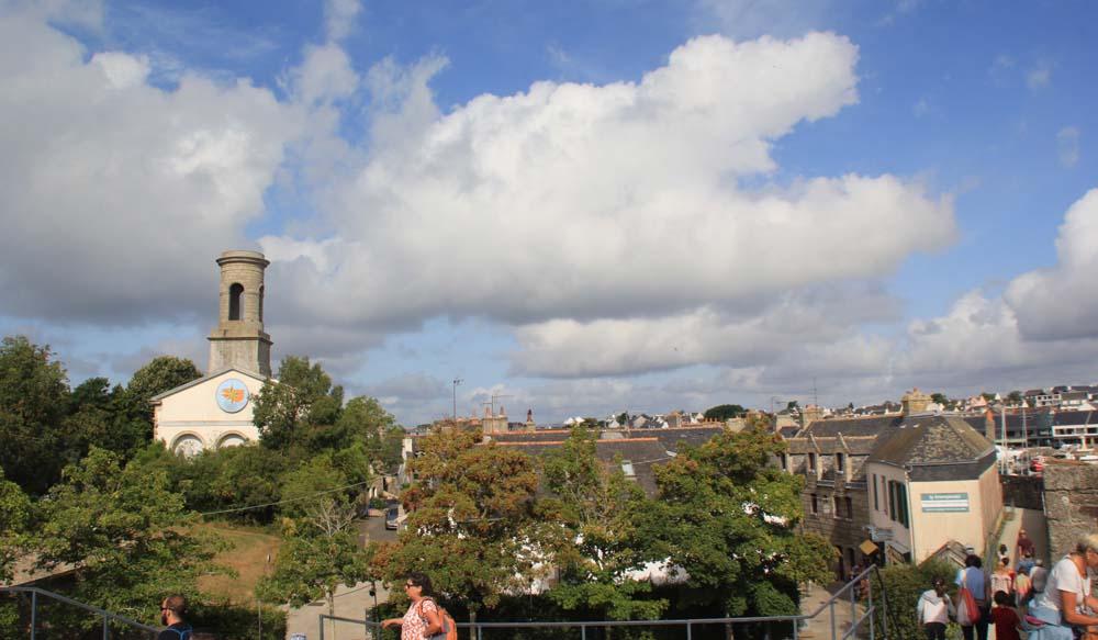 Вид на церковьSt Guenole