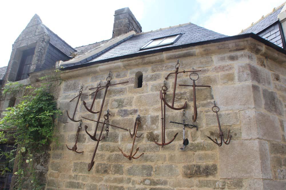 Фасад с якорями