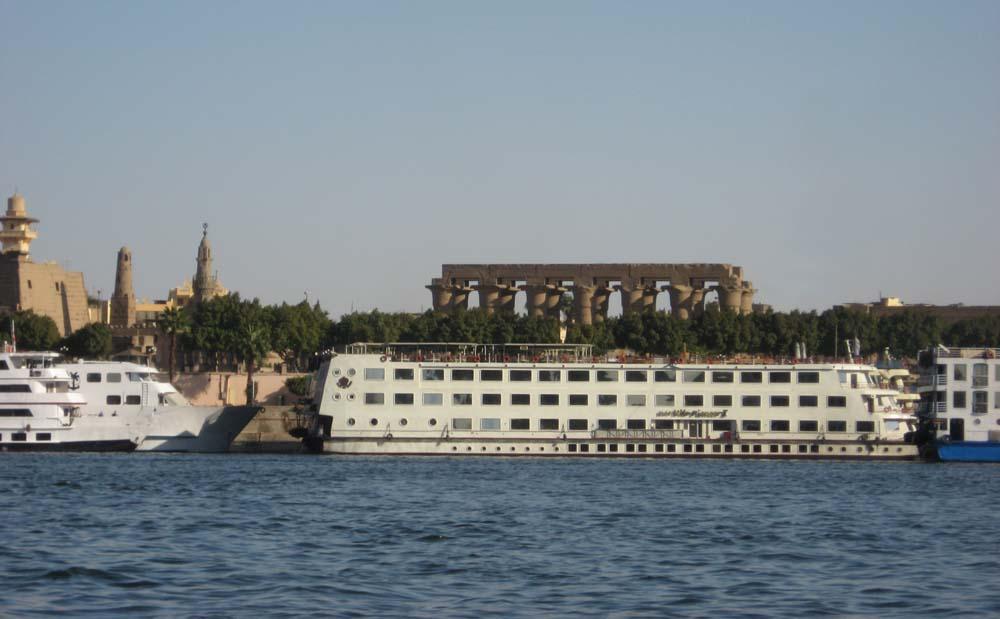 Вид на Луксорский храм с Нила