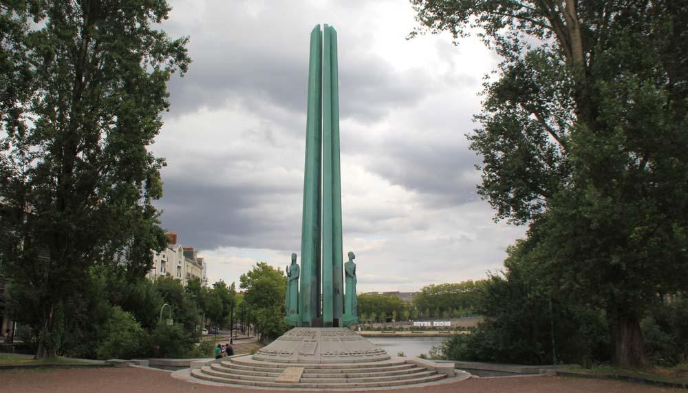 Памятник 50 заложникам