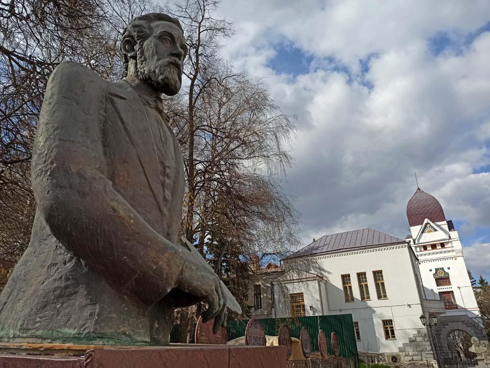 памятник Савицкому