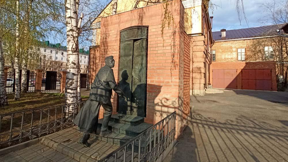 Памятник Мейерхольду
