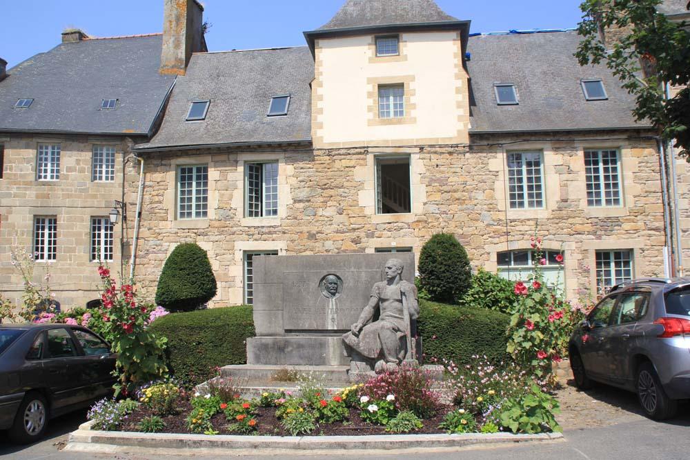 Памятник Yves le Trocquer