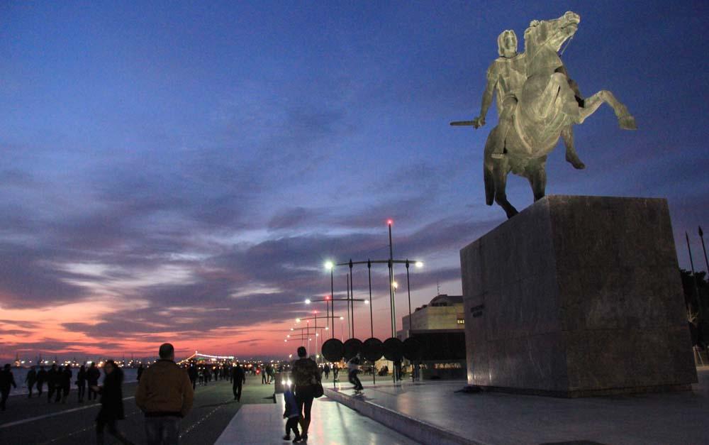 памятник Александру Македонскому.