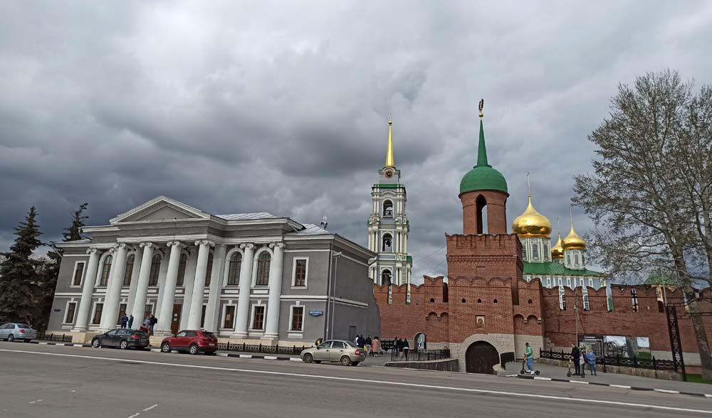 Вид на кремль и музей самоваров