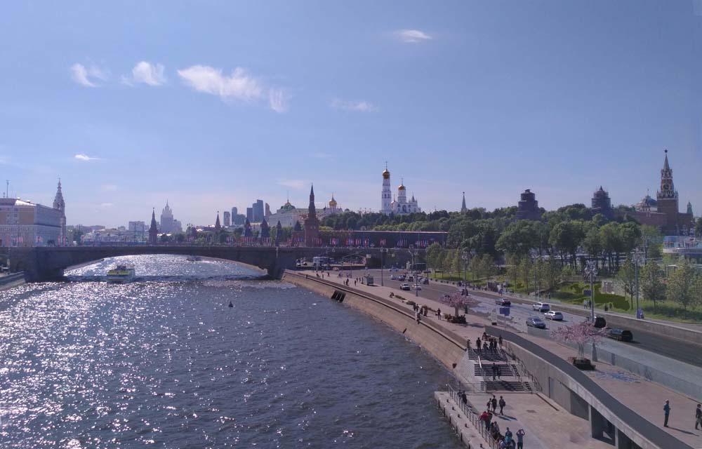 Вид на кремль с Парящего моста