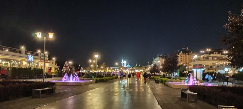 Кремлевская набережная ночью