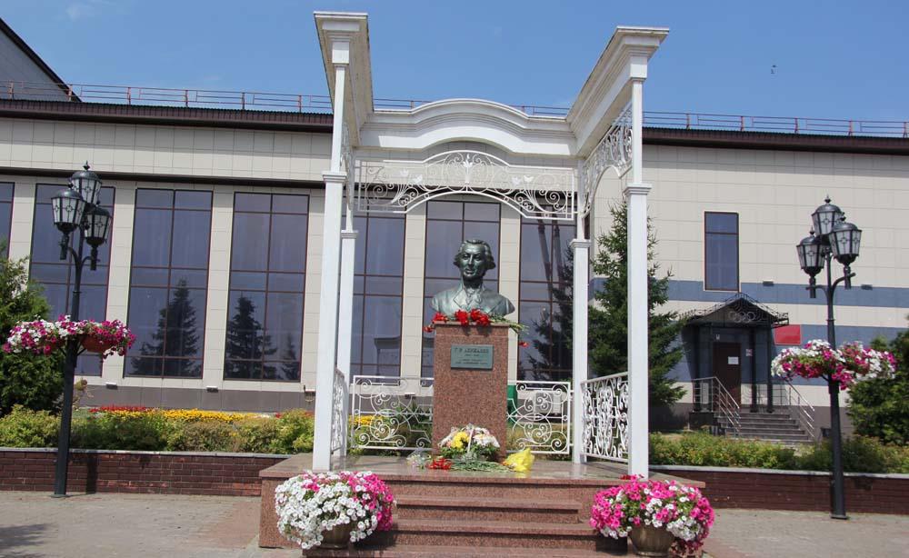 памятник Державину