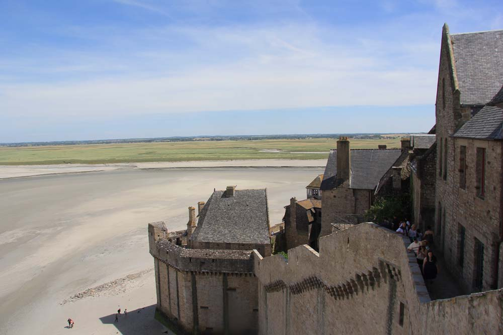 Крепостные стены Мон-Сен-Мишеля