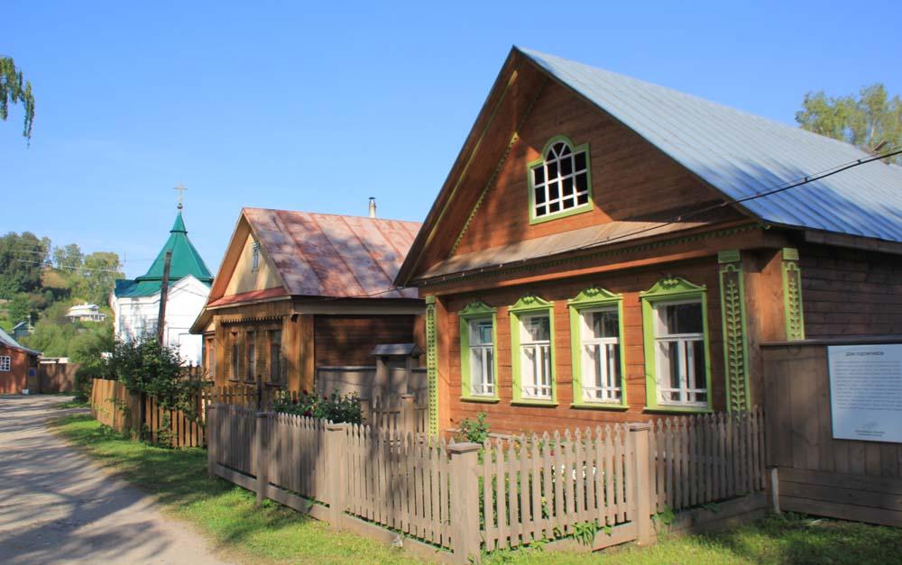 Дом художников и Никольская часовня