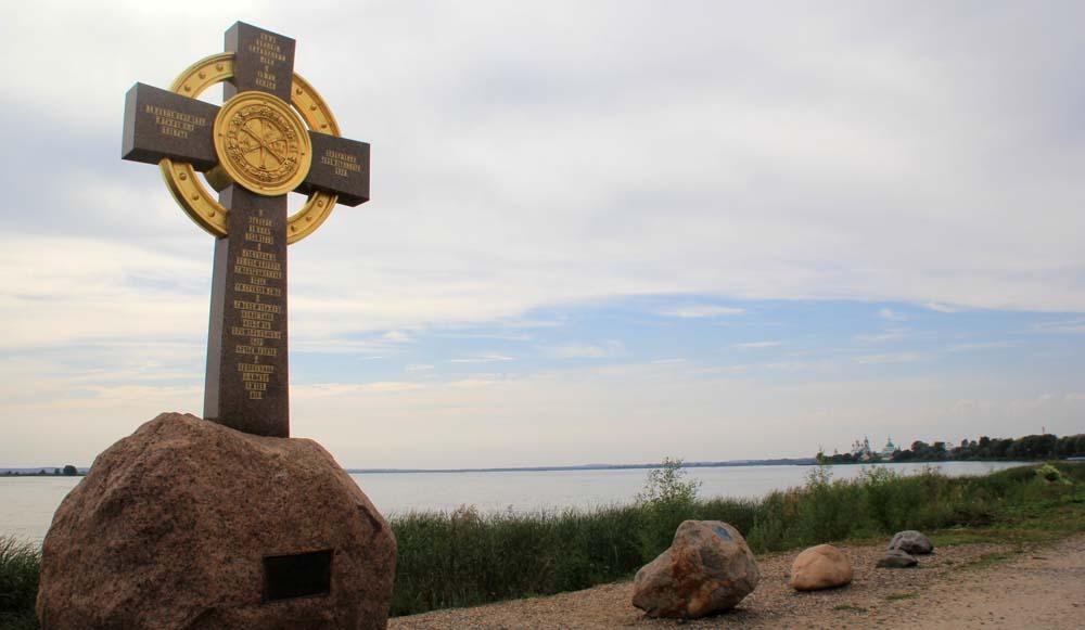Озеро Неро и Поклонный крест