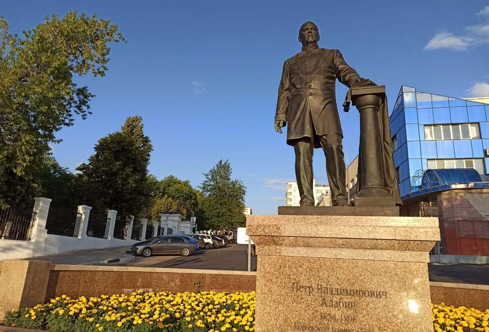 Памятник Алабину