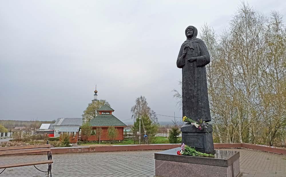памятник Матроне Себинской