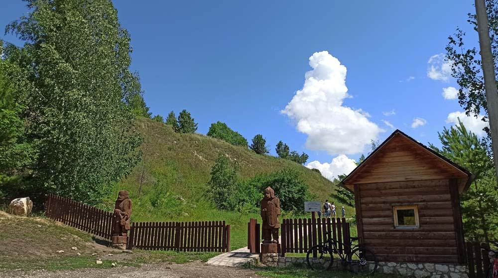 вход натропу к горе Попова