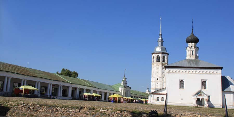 Торговые ряды и церковь