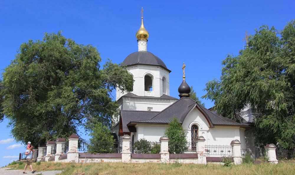 Храм в честь святых равноапостольных царя Константина и матери его Елены