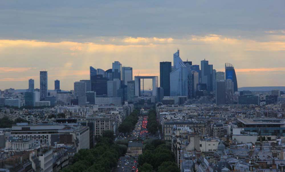 Район Дефанс в Париже. Большая арка